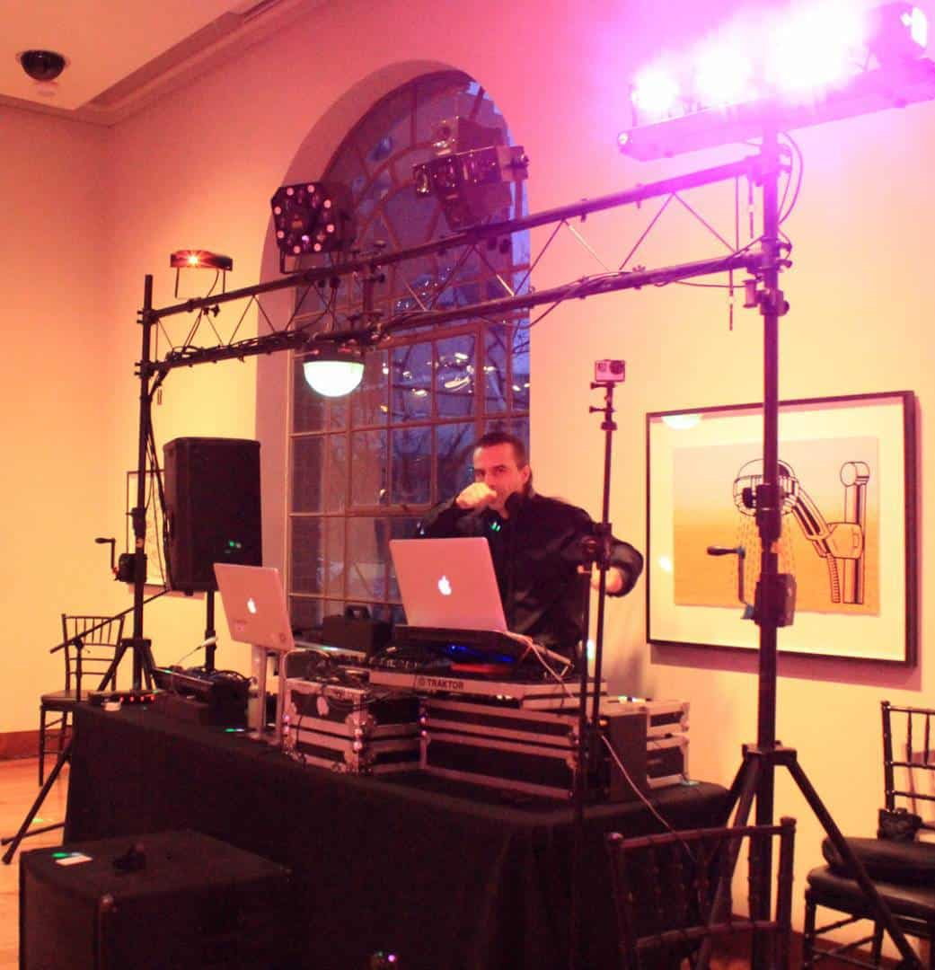 Professionally trained and experienced DJ Services
